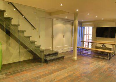 Der Mehrzweckraum mit großem Flatscreen im Untergeschoss