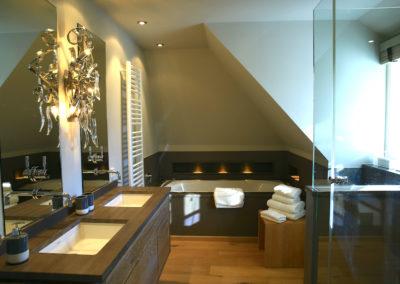 Das exklusive Masterbad mit Badewanne und Dusche
