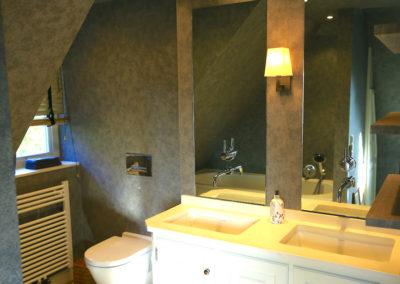 Ein 2. Bad im Dachgeschoss mit Badewanne
